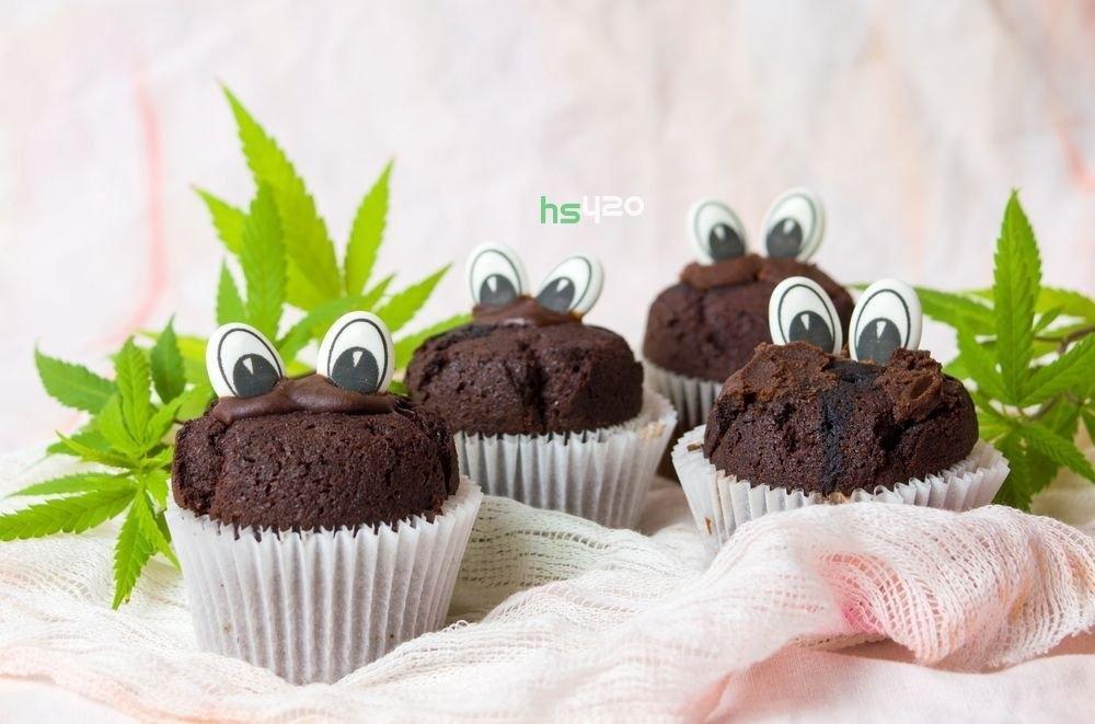 cannabis-cupcakes-army-canada(1).jpg