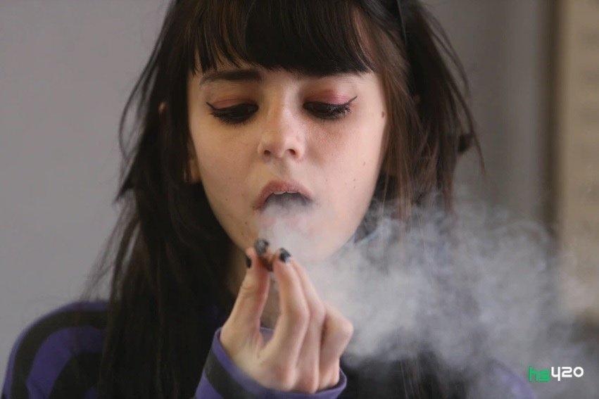 cannabis-smoke-teen-2.jpg