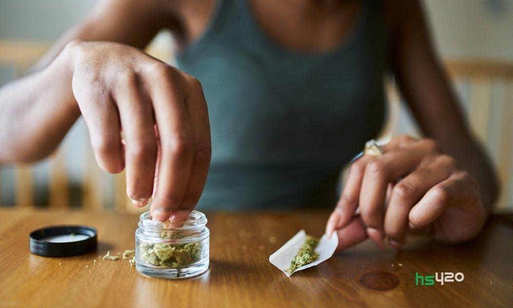 cannabis-joint-make(1).jpg