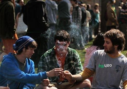 teens-smoke-cannabis(1).jpg